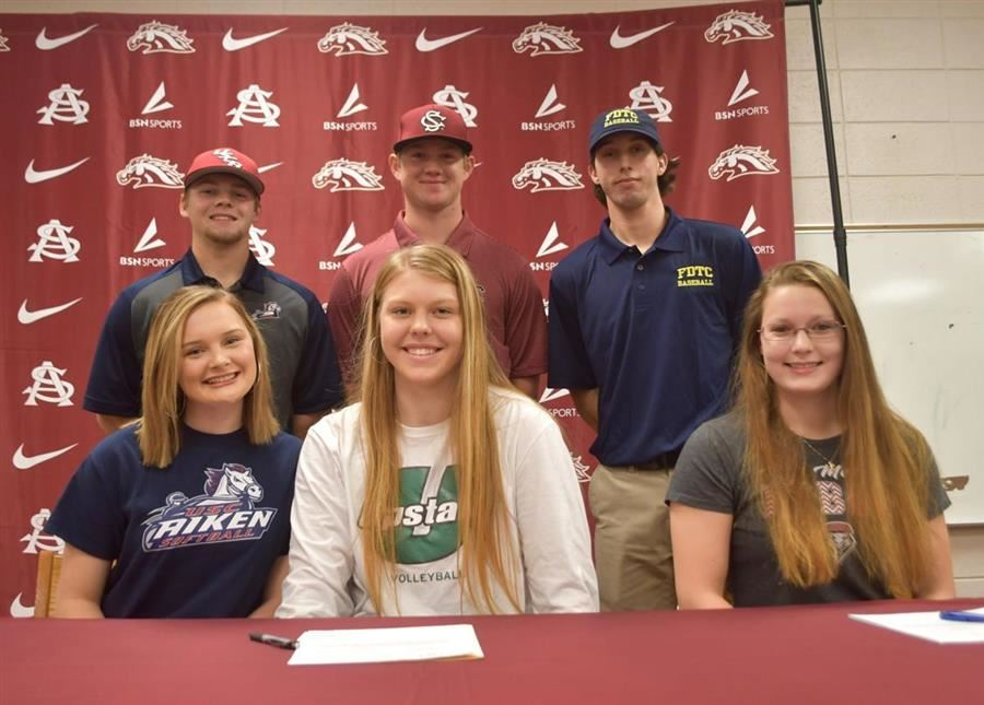 Six Signees Share Stage At South Aiken