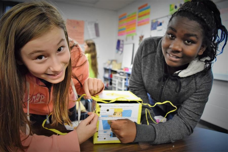New Ellenton Middle School Girls in Engineering Class